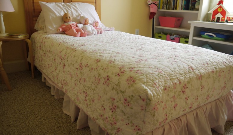 Simple and Useful – Boxed Corners Sewn on a Child's Quilt